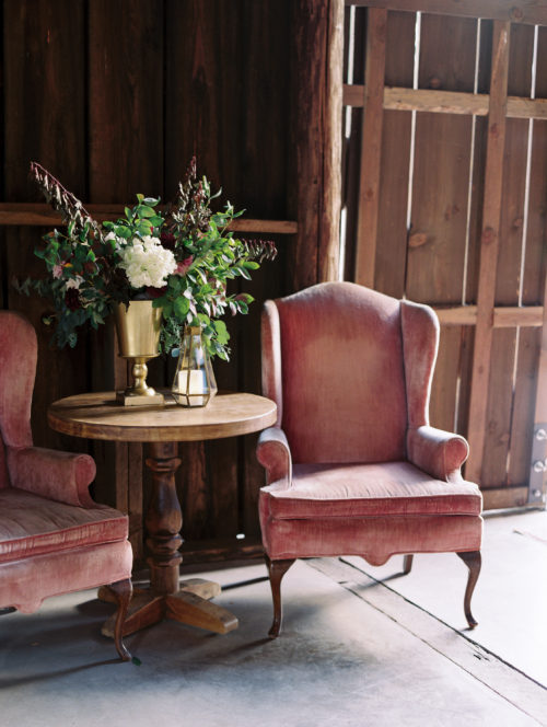 gorge-wedding-vintage-furnishings