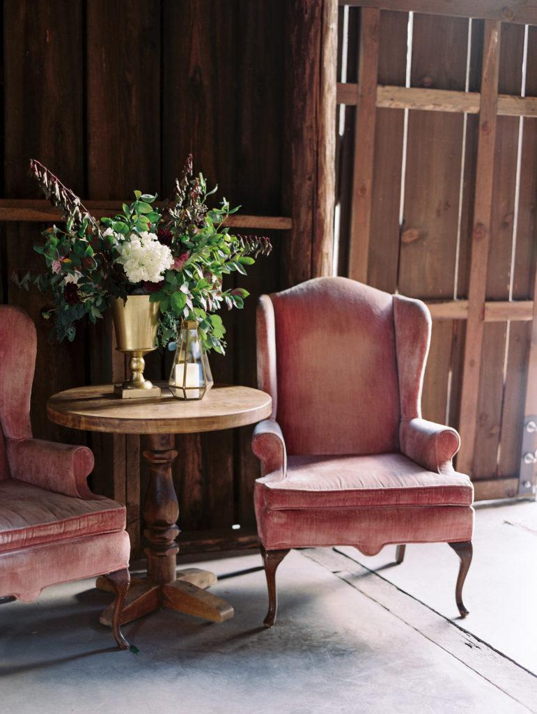gorge-wedding-vintage-furnishings